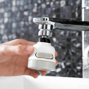 Pershtates universal per rubinetin e ujit
